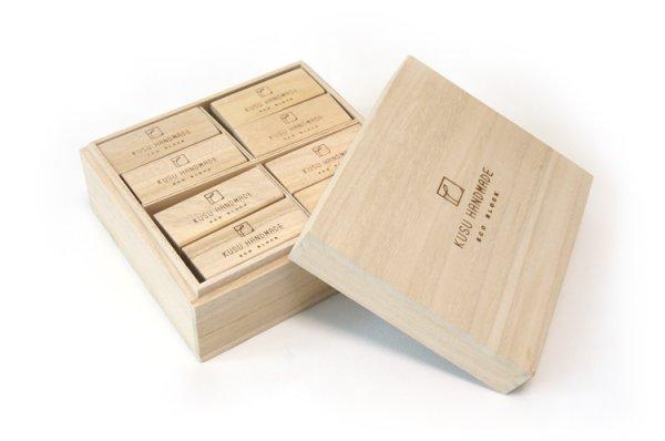 画像1: エコブロック 24個 桐箱入り ギフト|楠の端材で作った衣類の防虫アロマブロック (1)
