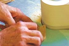 クスノキの端材で作った衣類の防虫アロマブロック 1個