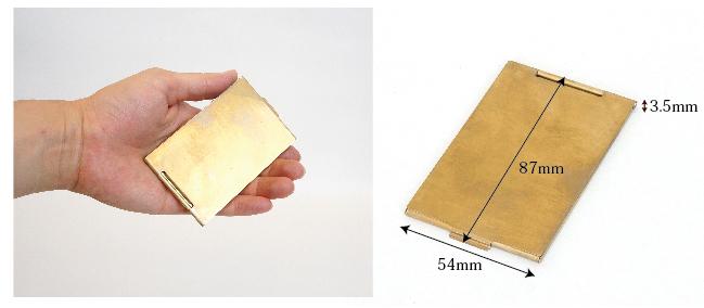 手のひらに収まるサイズの真鍮コンパクトミラー 折りたたみ式
